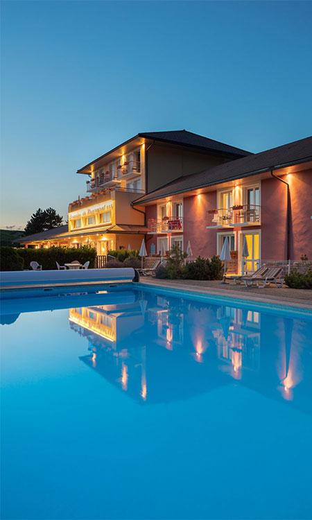 Hôtel et piscine - Domaine du Revermont